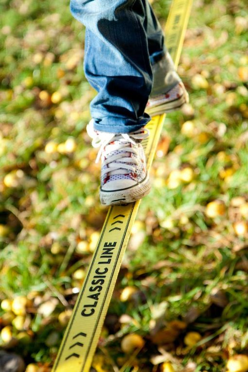 Gibbon-slackline-Classic-Line-X13-kids-shoes-walk