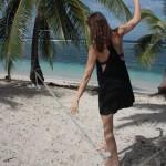 Katie-walks-slacklineshops-15meter-slackline-in-samoan-beach
