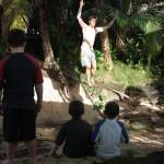 kids-watching-slacklining