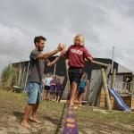 learn-kids-how-to-slackline-give-a-hand