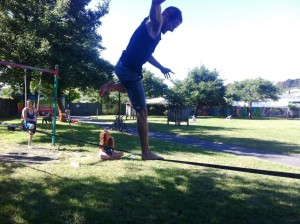 slackline-tricks-jump-landing-on-slackline-one-foot