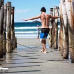 slacklining-beach-new-zealand