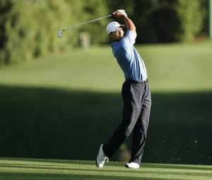 tiger-woods-golfing-slackline-fitness-balance-new-zealand