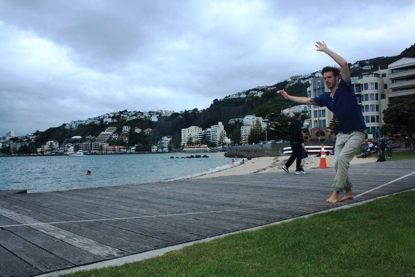 walk-the-slackline-oriental-parade-wellington